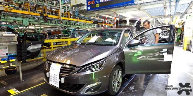 A PSA Peugeot Citroën, primeira fabricante de automóveis da França, obteve um superávit comercial de 5,226 bilhões de euros em 2015