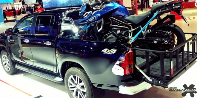 Triumph Tiger Explorer XCx é uma das atrações do estande da Toyota no Salão do Automóvel