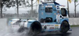 Fórmula Truck | Com chuva, Totti domina warm up em Londrina