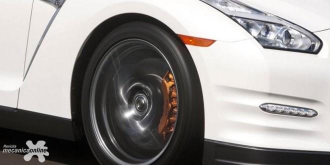 Dunlop produz pneu exclusivo para o novo superesportivo Nissan GT-R