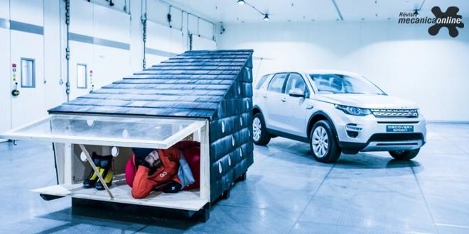 Land Rover constrói cabana compacta de Natal para Papai Noel