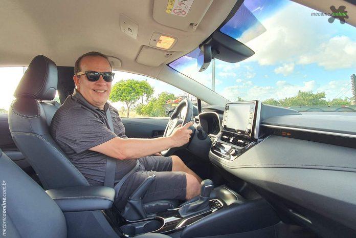 Tarcisio Dias durante avaliação do Corolla Híbrido Flex